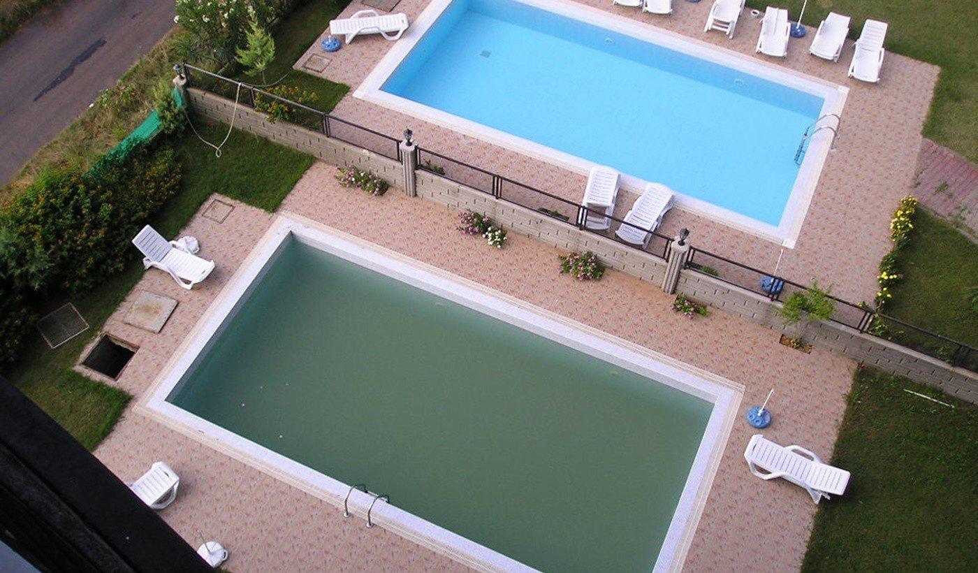 czysta woda w basenie - porównanie
