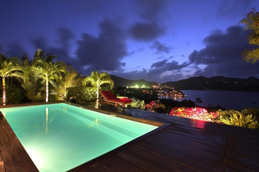 oświetlenie basenu ogrodowego