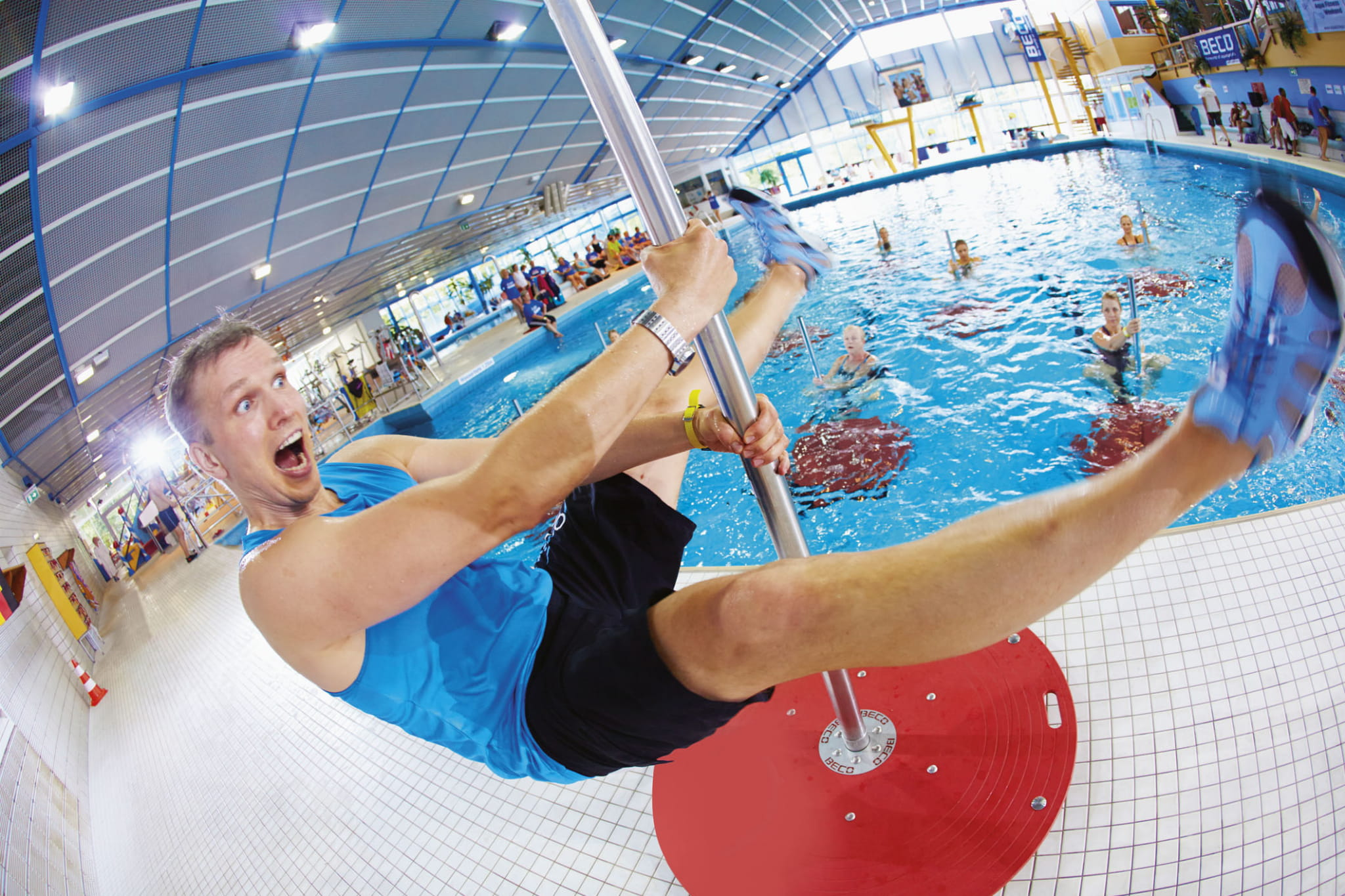 pole dance w basenie